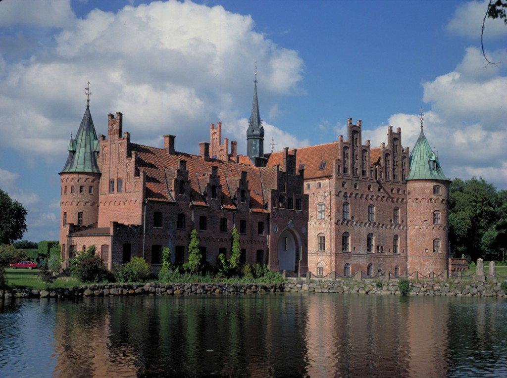 Egeskov-Castle_Medium_2