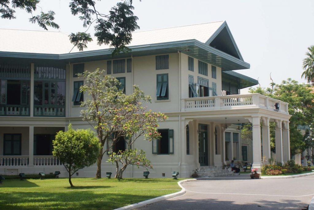 Sanam Chan Palace park