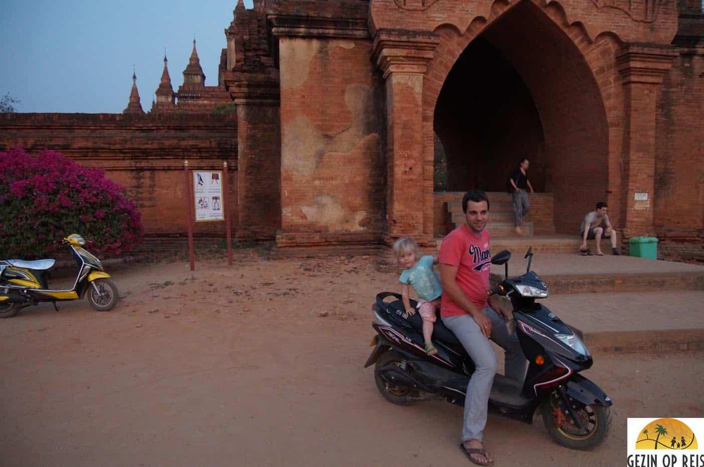 vervoer in bagan scooter