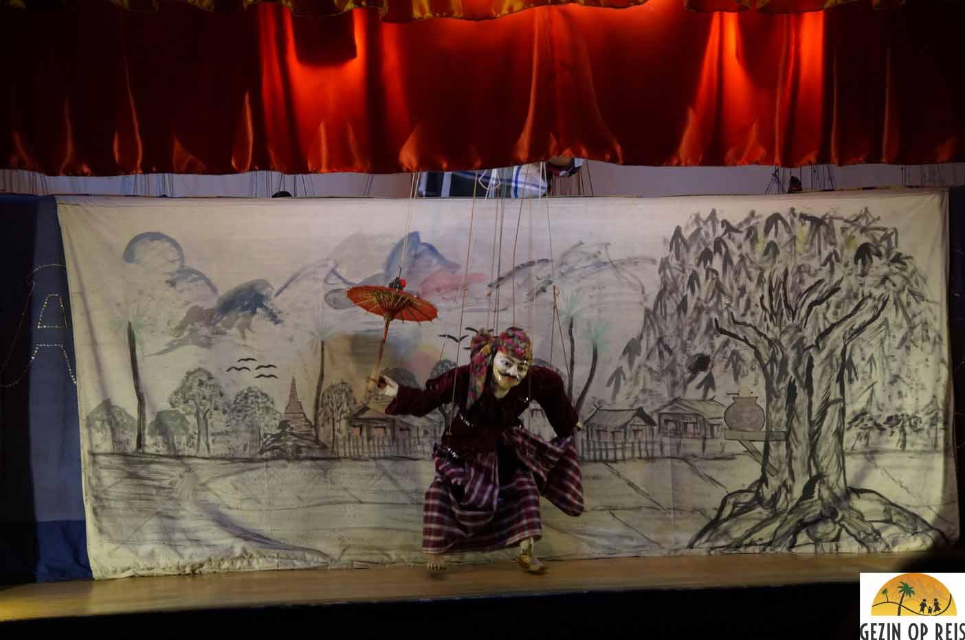 De puppetshow in Nyaung Shwe