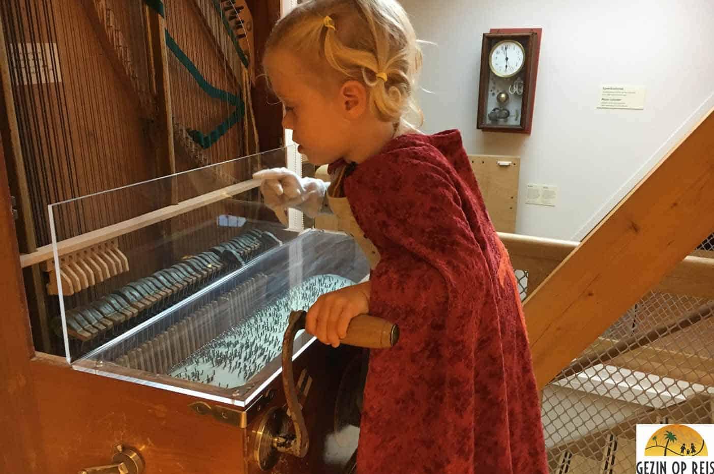 monnickendam met kinderen speeltorenmusem