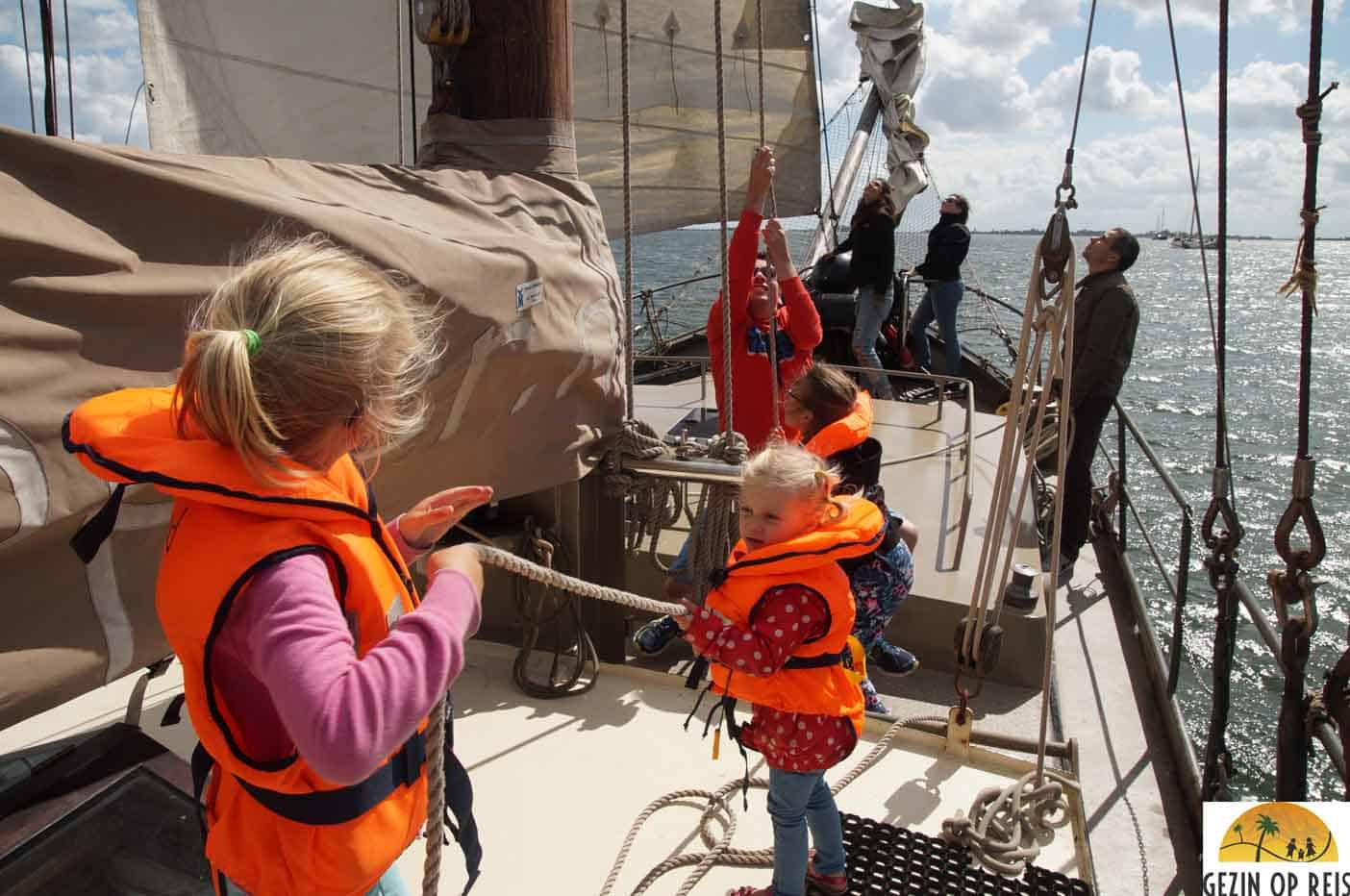 monnickendam boot met kinderen varen marken volendam