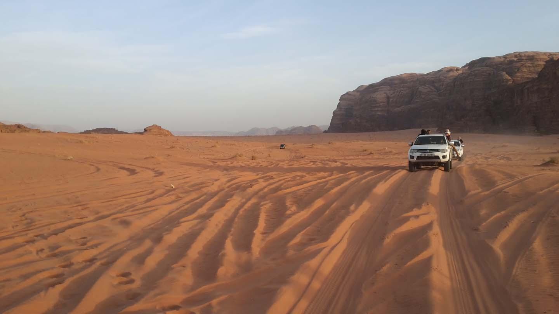 wadi-rum-jeep