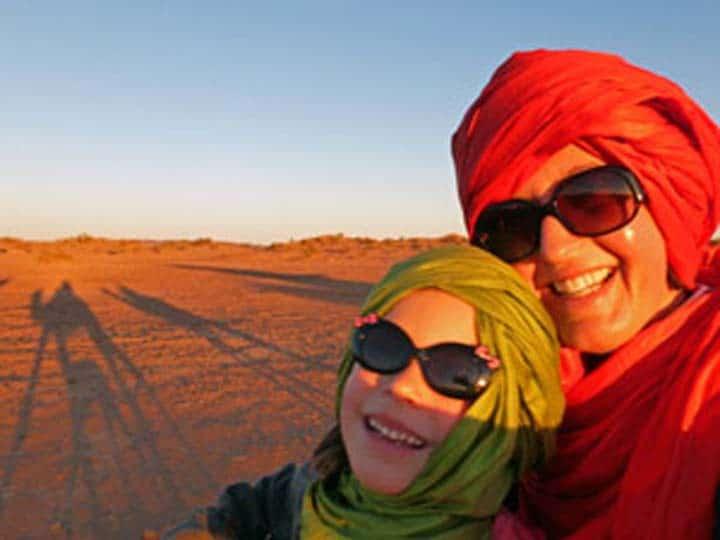 kind-en-moeder-kameel-1