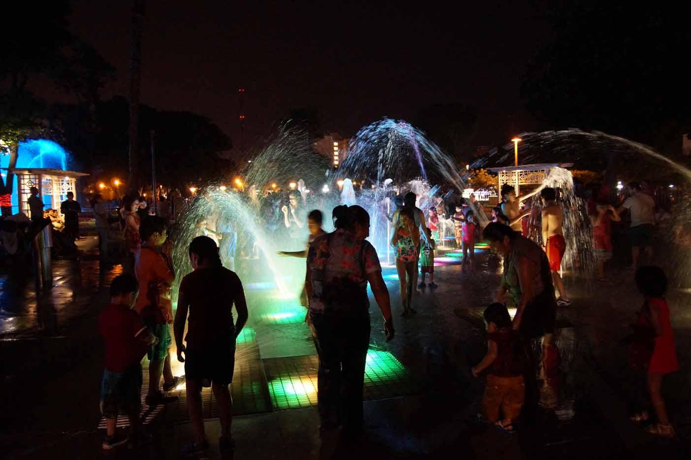 Circuito Mágico del Aguas lima met kinderen