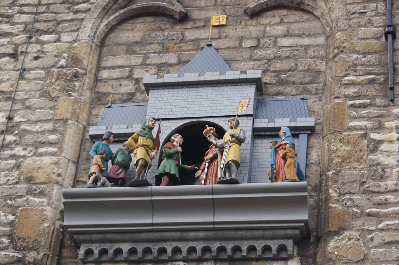 Het stadhuis en poppenspel