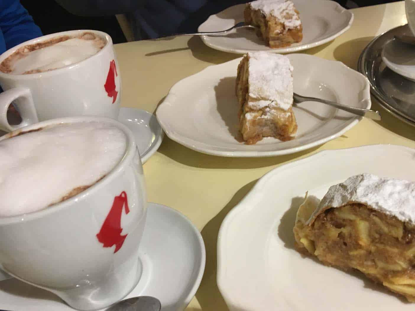 Apfelstrudelshow schonbrunn