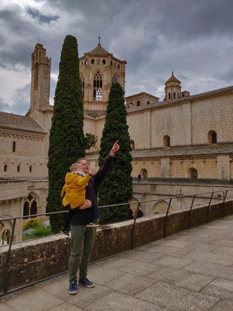 catalonie met kinderen poblet klosster