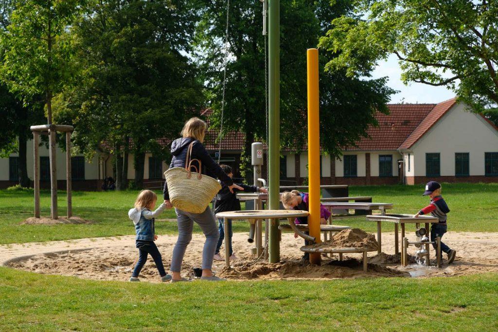 Dusseldorg met kindere speeltuin