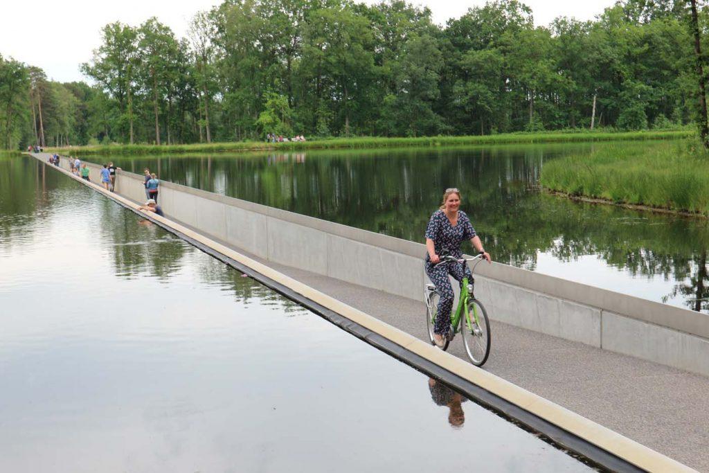 Bokrijk fietsen door het water