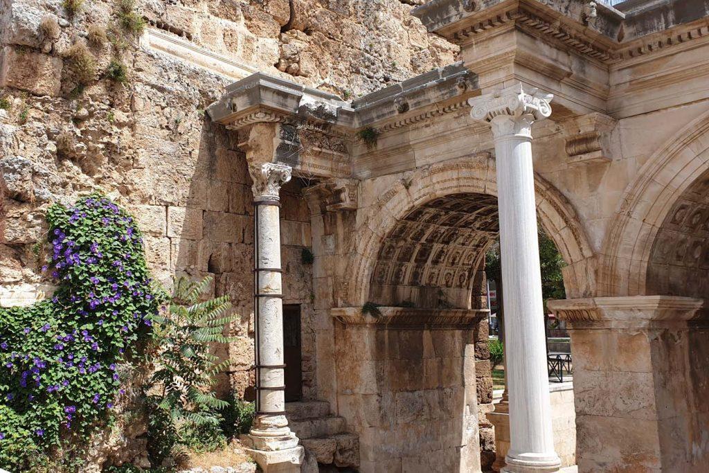 de Kaleiçi poort van hadrianus