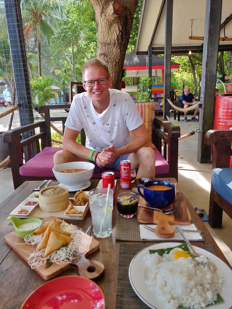 Manuken island hotel ontbijt