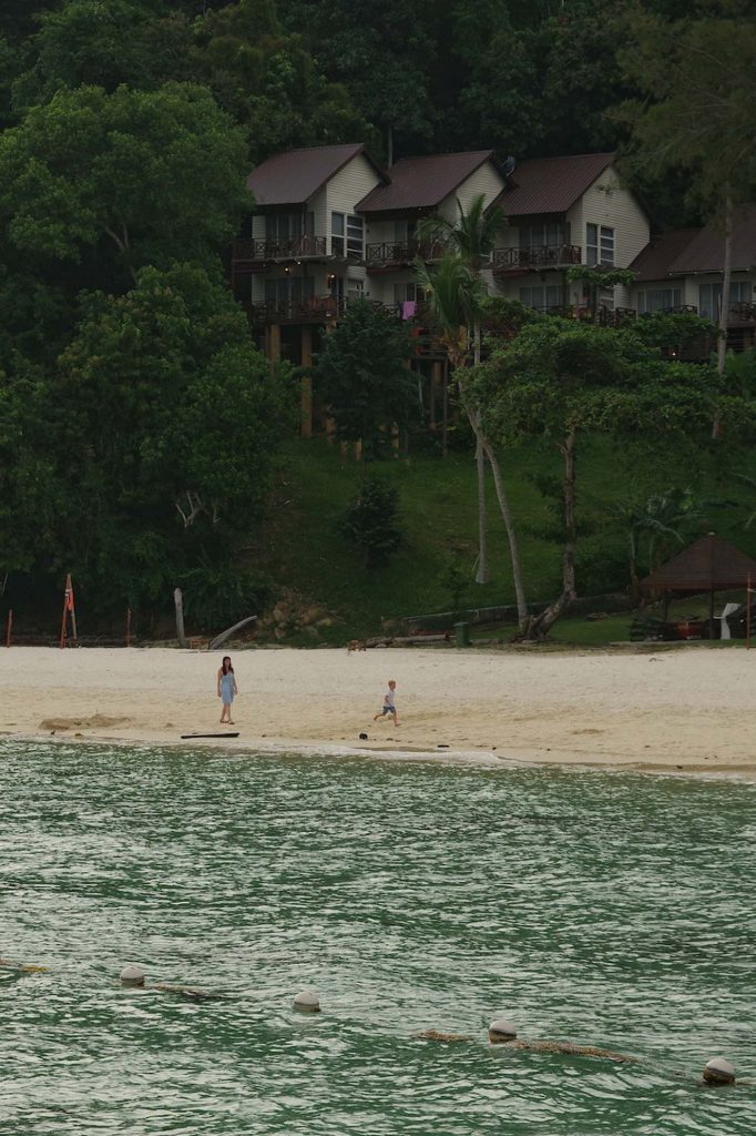 Manuken island hotel