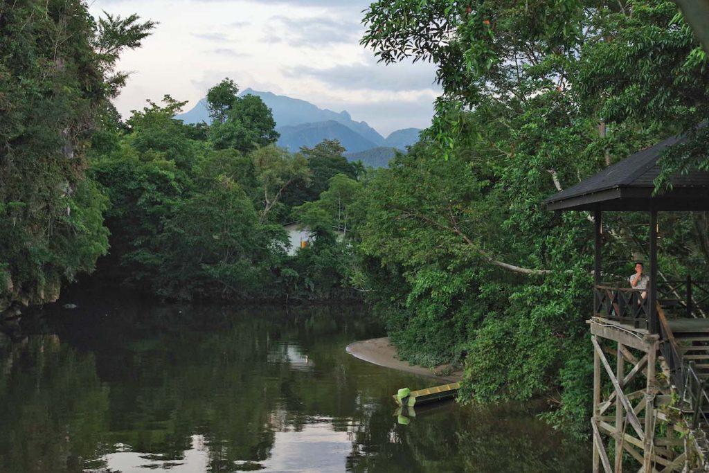 Maleisie-Borneo-met-kinderen-Mulu-Marriott-Resort-uitzicht