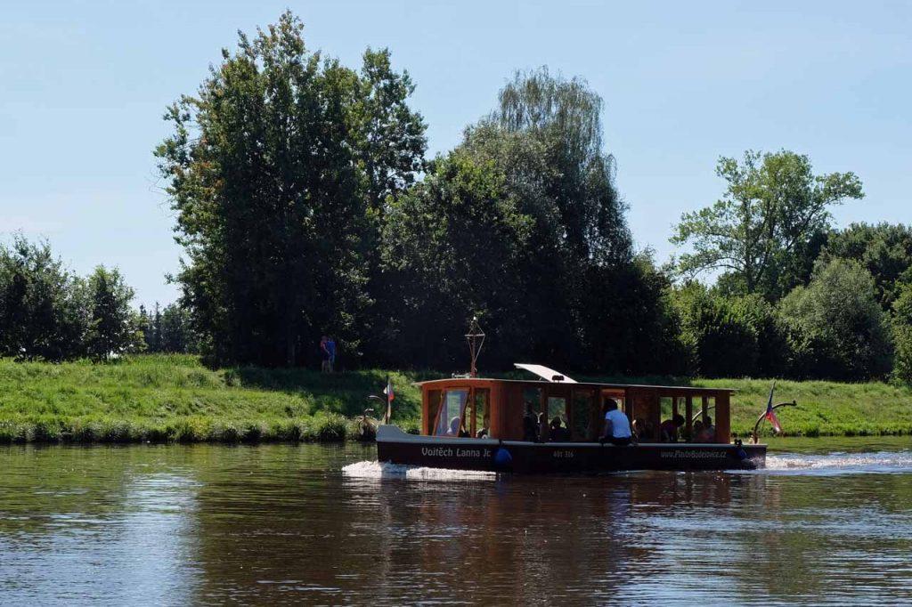 Met de fiets of met de boot van Hluboká nad Vltavou naar České Budějovice